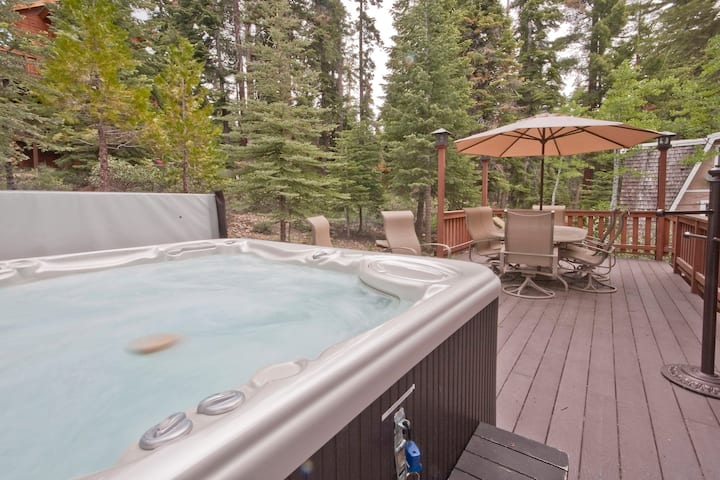 Tahoe Luxury Cabin - Hot Tub, Pool Table