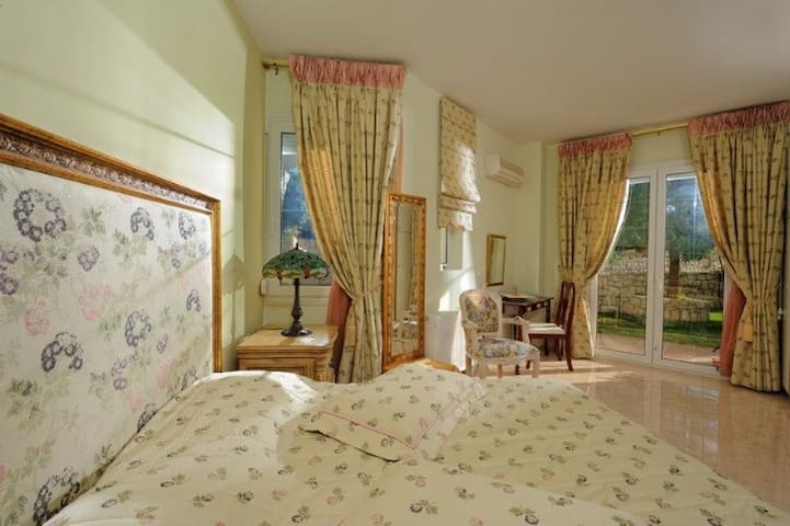 Flowers Suite - Heraklion - Byt