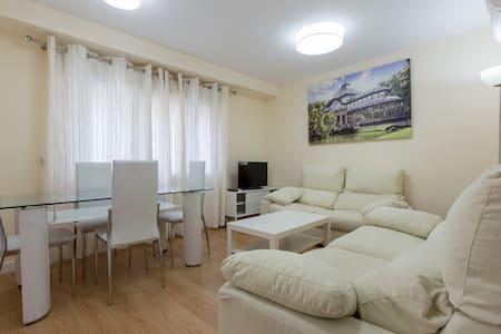 Maravilloso piso junto al metro - Madrid - Apartamento