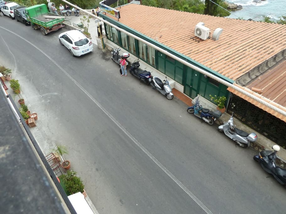 via nazionale  dove sporge il balcone dell'appartamento