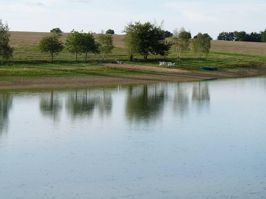 un lac privé de 5 ha, la rêverie au bout du chemin