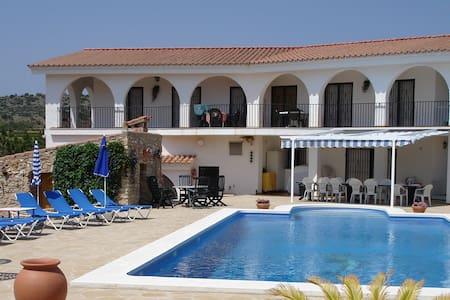 Villa voor grote groepen of families - Càlig - Villa