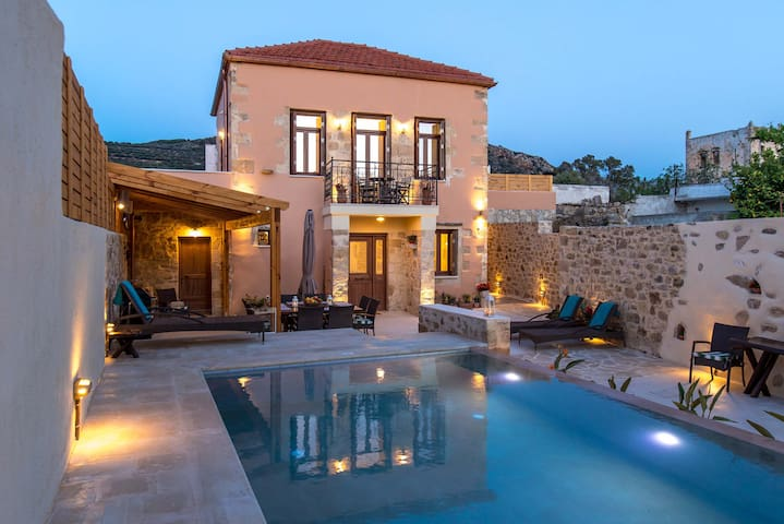 Modern 3 bd villa with private pool