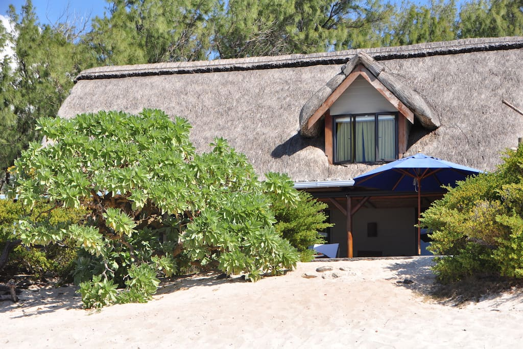 La villa, cachée dans les veloutiers