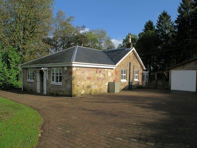 Burnbeag Cottage 377232 - Arden - Hus