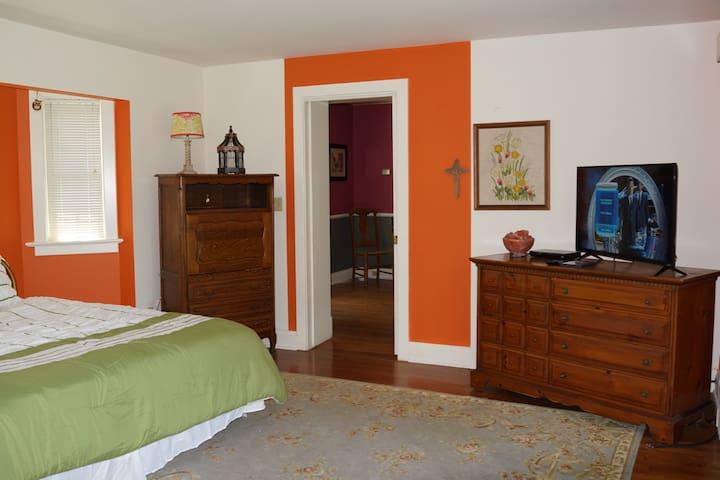 Bedroom 1 - Mater Bedroom.