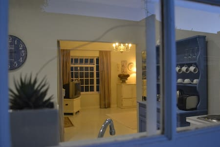 Cottage on 41 - Somerset West - Cape Town
