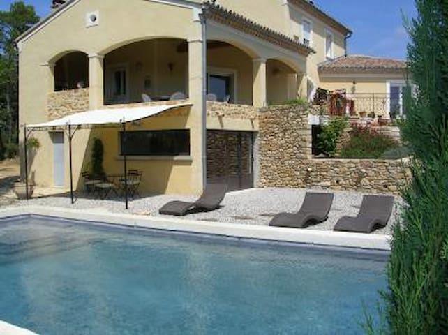Au milieu des vignes piscine, clim - Mondragon - Daire