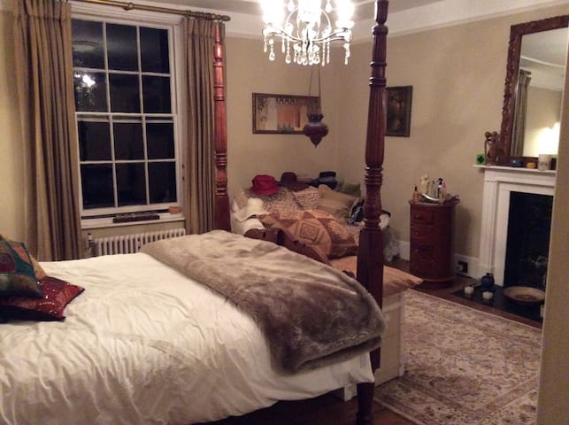 Lovely room in a Georgian house - Uckfield - Bed & Breakfast