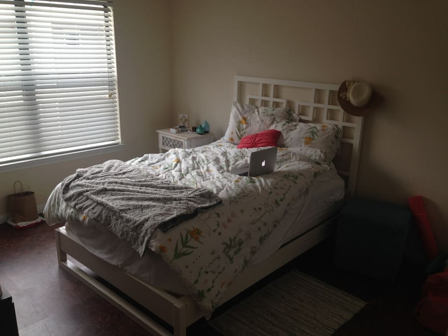 Cozy Bedroom Bath In West Campus Apartments For Rent In Austin Texas Uni