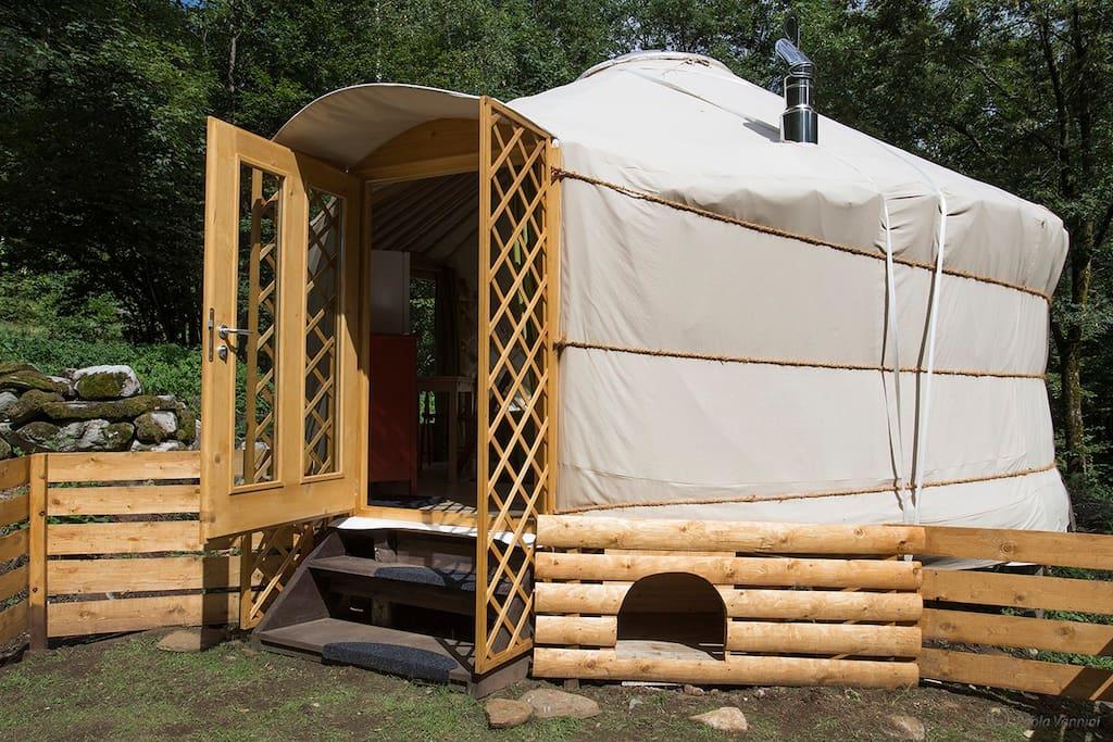 Entrata Yurta. Entry of Yurta.