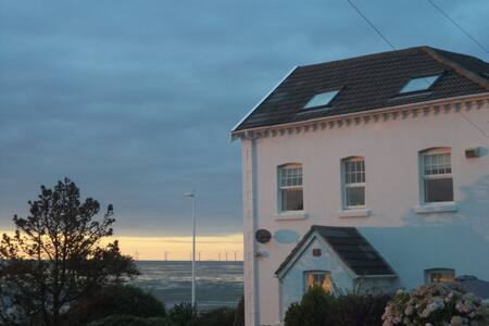 Lovely 4 bedroom house on the beach - Hoylake - Huis