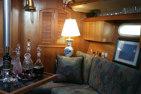 An elegant yacht @ City Dock or.... - Annapolis - Boot