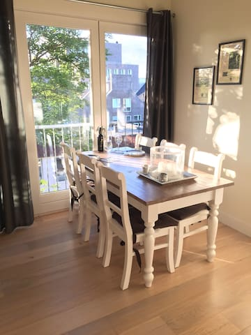 Beautiful private apartment close to city centre - Haarlem - Lejlighed