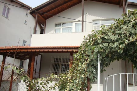 AE2 Guest House - Eceabat - Hus