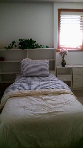 Fresh single bedroom prime location - Lawrence - House