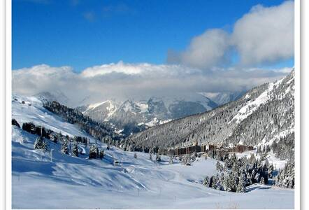 2 Adj Ski Apts for 4-12 free WiFi & Pool Passes
