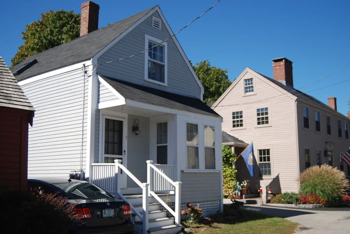 Seacoast area cottage - New Castle - House