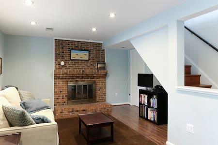 Private bed/bath on separate floor w/living room - McLean