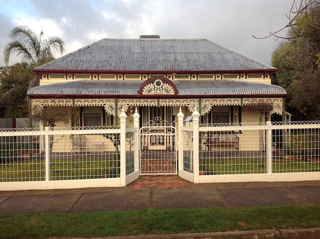 Beautiful Victorian home 'Kenmare' - Stawell - Casa