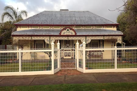 Beautiful Victorian home 'Kenmare' - Stawell