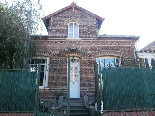 CHAMBRE 1 ou 2 pers GARE/CENTRE VILLE/AEROPORT - Beauvais - Bed & Breakfast