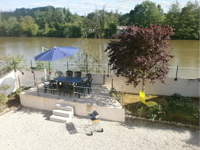 L'Etonnante Bourgogne - Laroche-Saint-Cydroine - 獨棟