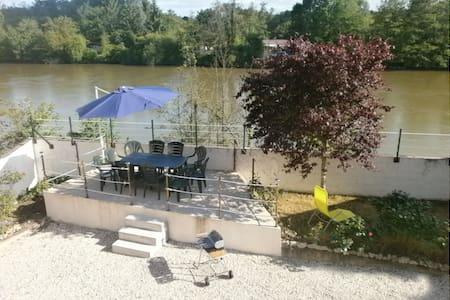 L'Etonnante Bourgogne - Laroche-Saint-Cydroine - House