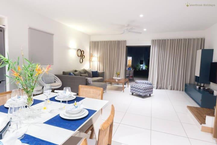 3br luxury apartment in Beachfront complex Tamarin