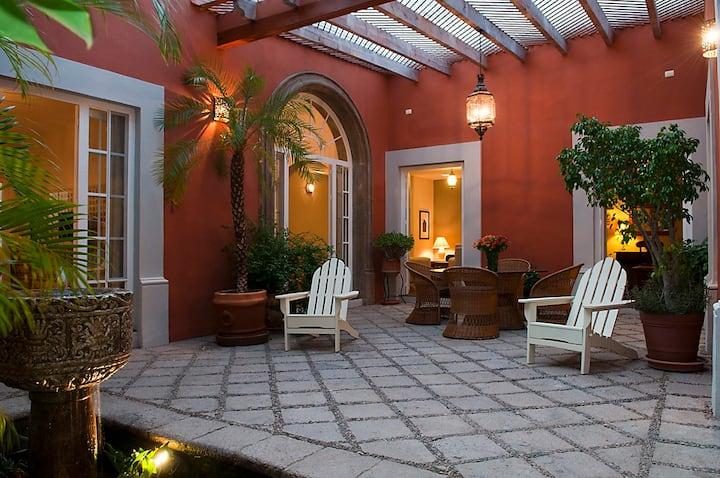 Casa Robelina 4bd+4bths. Center.