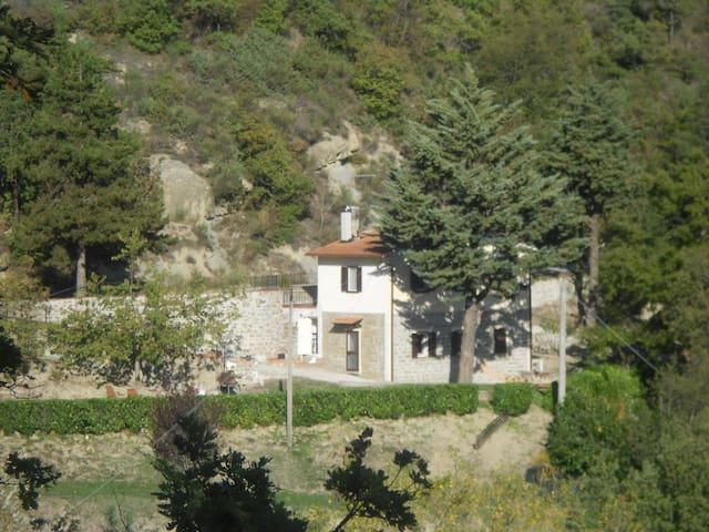 CASA BENGA IN THE GUBBIO'S VALLEYS - Gubbio - Rumah