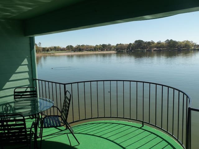 Gorgeous Lake Views- One Bedroom - Willis