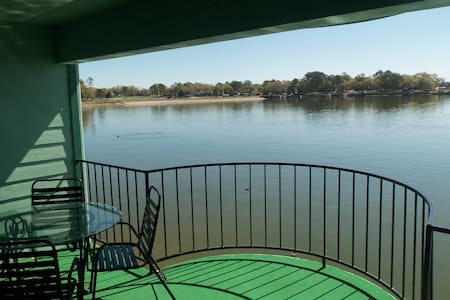 Beautiful Lake Views- One Bed- Long term discounts - Kondominium