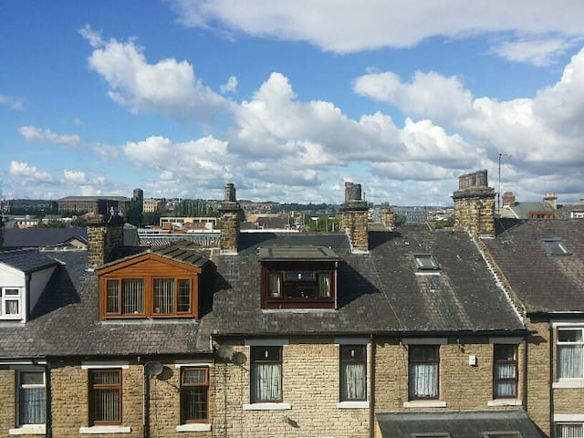 Room in shared house nr University - Bradford