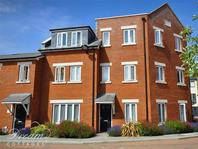 Admiral's Quarter Apartment 4, WEYMOUTH