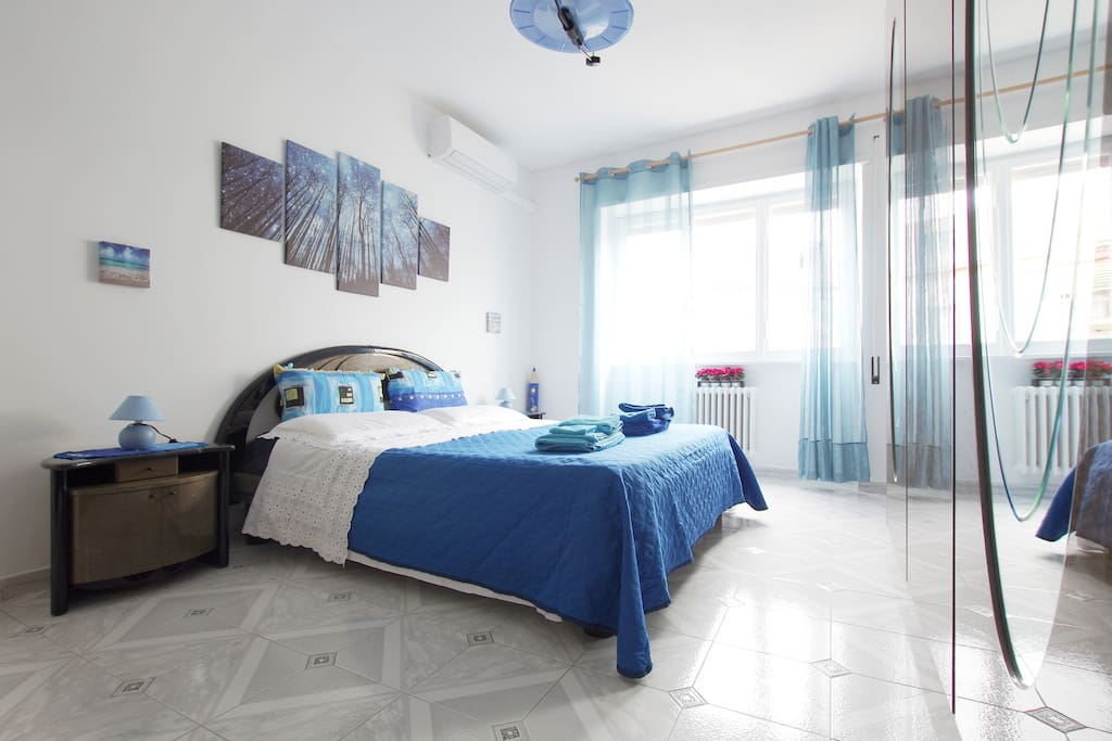 Bedroom with king size bed and AC