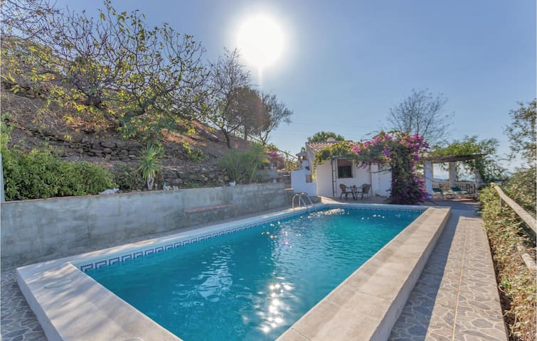 Holiday cottage with 2 bedrooms on 75m² in Sayalonga