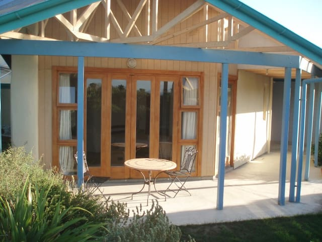 Self contained straw bale studio - Martinborough - Daire