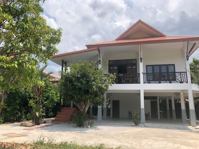 Spacious house in the center of Koh Phangan