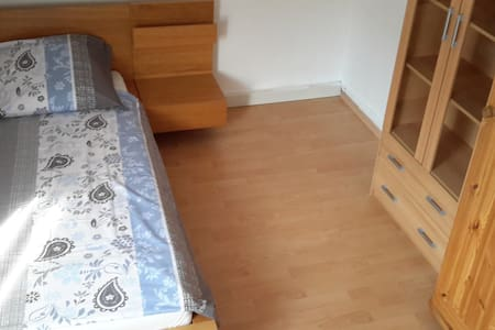 12m clean room, steps from metro, central - Appartement