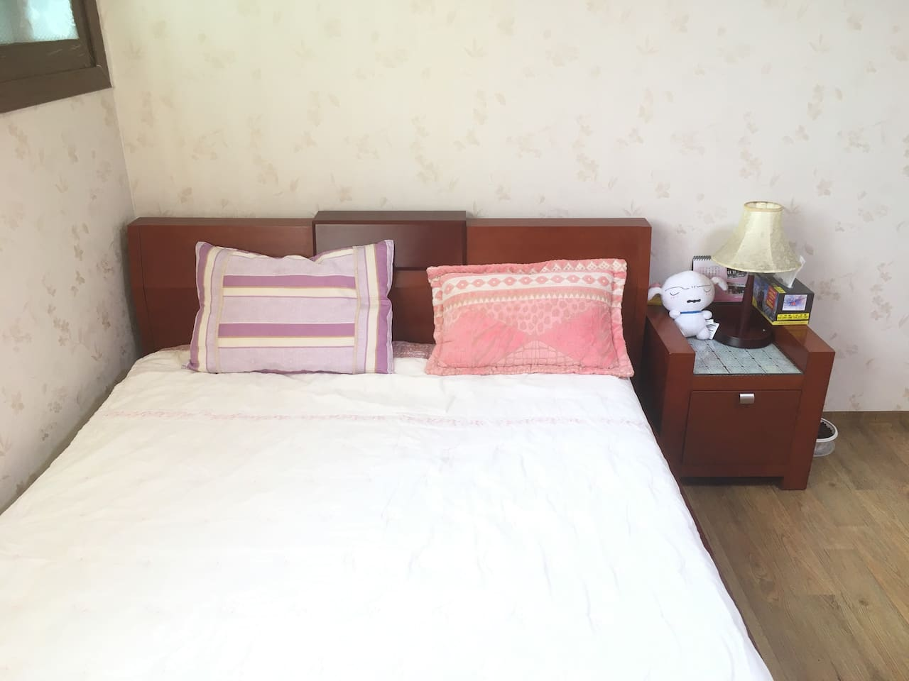 Spacious queen size room, station 5min by walk :)