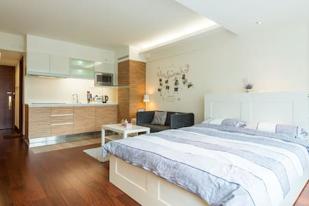 New & Luxury Living, Downtown Studio + View - Wohnung