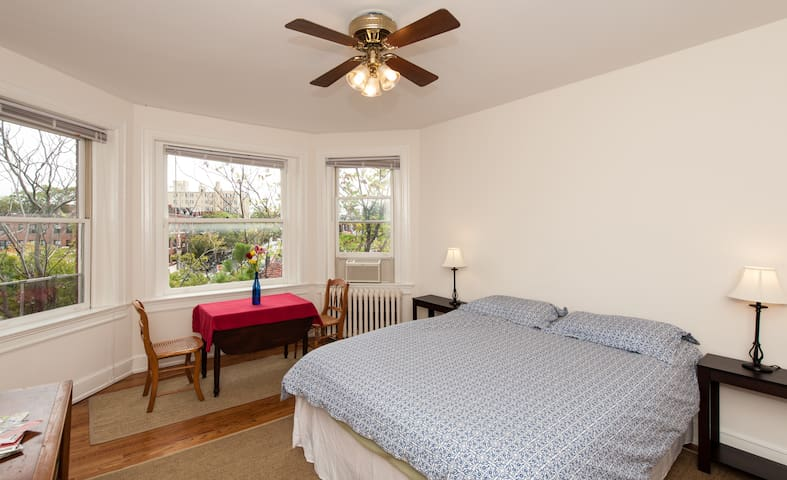 32 - Sunny, beautiful room in NW DC