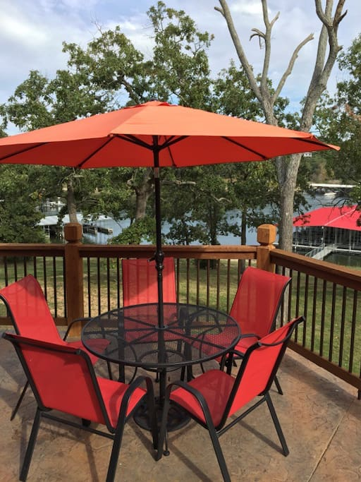 Very spacious wrap around upper deck with panoramic view of Table Rock Lake!