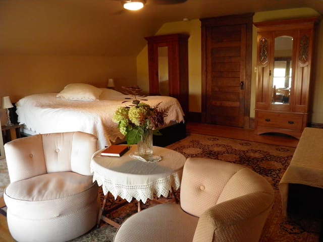 Como Lake B and B: Aerie Suite