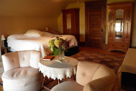 Como Lake B and B: Aerie Suite - Bed & Breakfast
