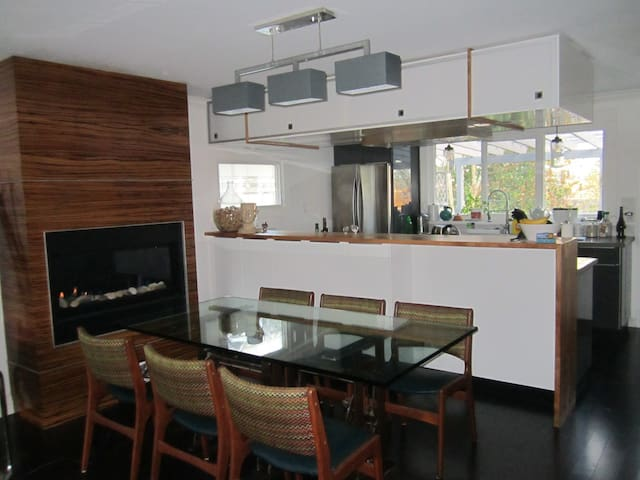 beautiful modern home w/ character - New Westminster - Huis