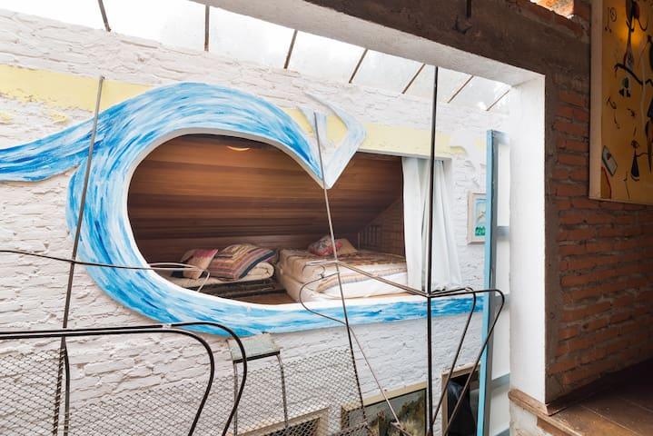uma onda num cantinho do telhado