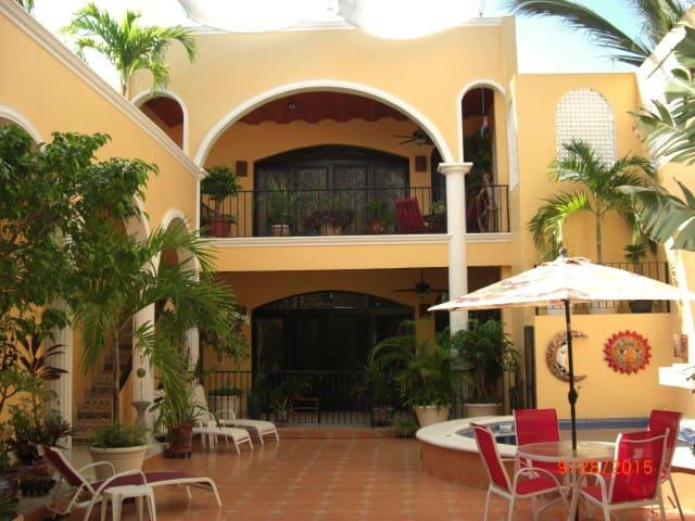 Casita Encantada One -- El Centro - Mazatlán - Huis