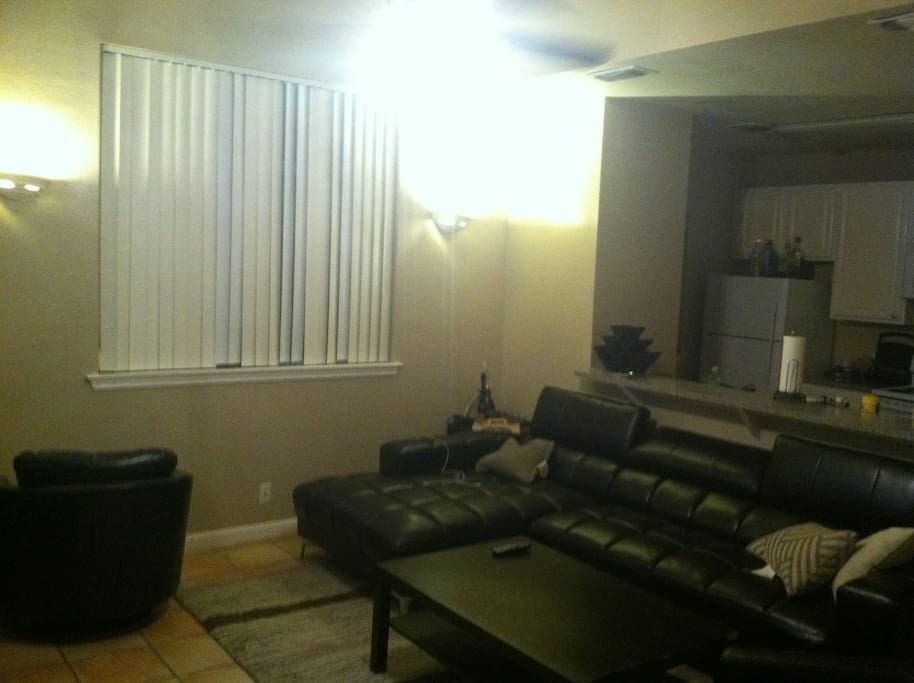 Spacious sxsw town home w balcony apartments for rent for 100 questions to ask before renting an apartment